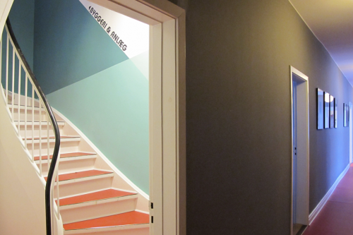 Velkommen - grafisk vejvisning til kontoret på 2. sal