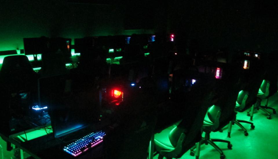 LED lyset sætter spillet i scene og får det fysiske rum til at træde i baggrunden