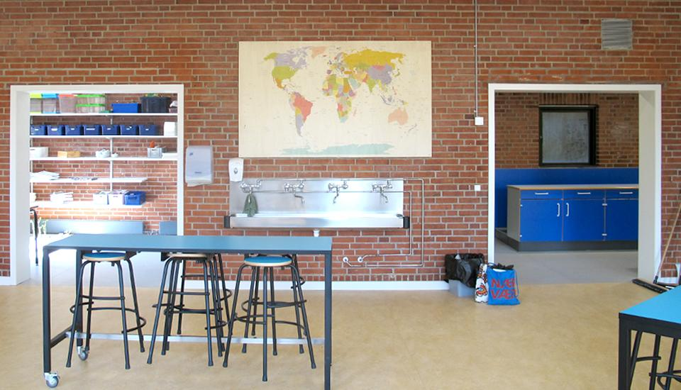 Nye store åbninger mellem rummene skaber god sammenhæng og plads til flere aktiviteter samtidig